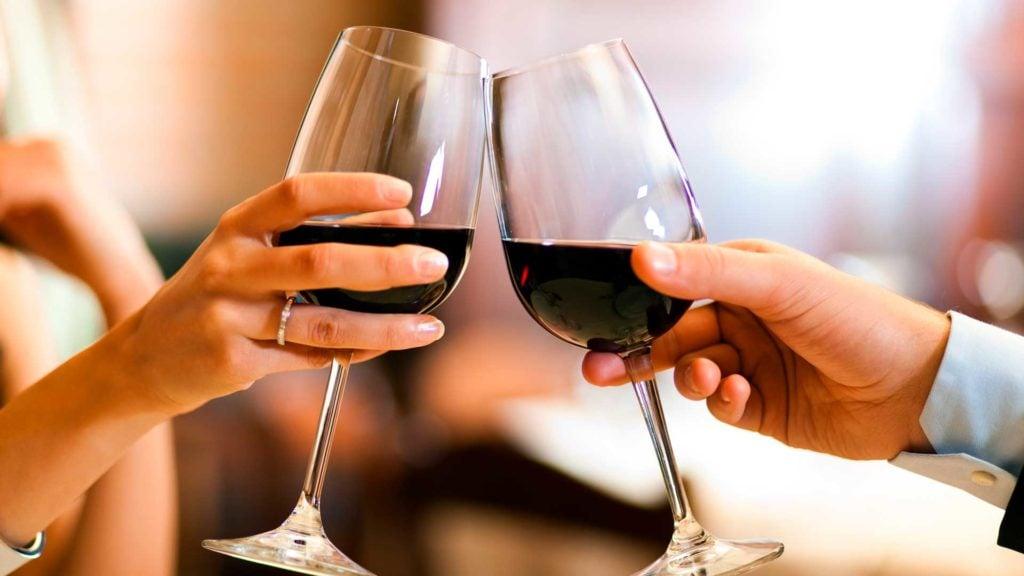 Sådan finder du den rette vin til aftensmaden